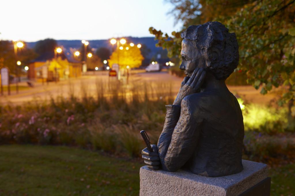 Staty av Birgit Sparre av Wanja Nones Håkansson. Foto: Jan Töve