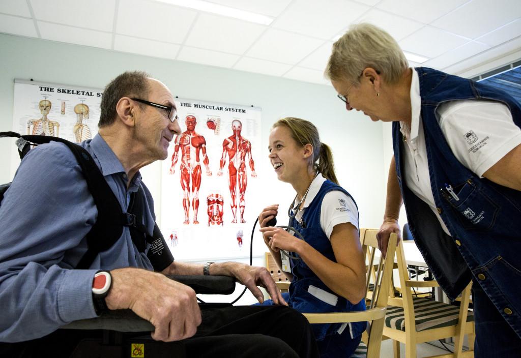 Sjuksköterska, sjukgymnast, rehabilitering. Foto: Sören Håkanlind