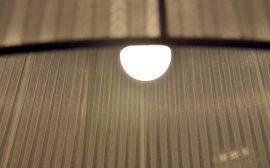 Lampa och ljus. Foto: Charbel Sader