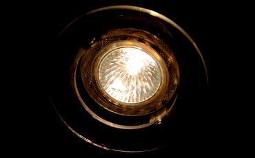 Lampa och ljus . Foto: Charbel Sader