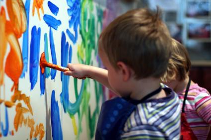barn som målar