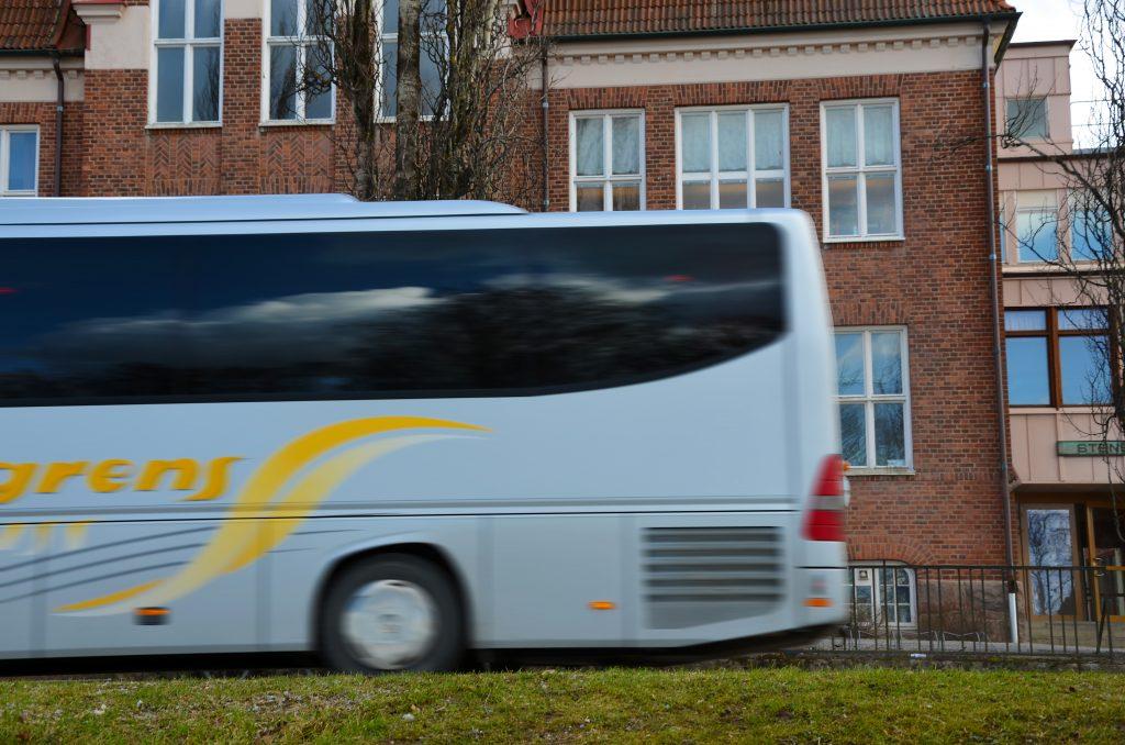 Skolbuss utanför Stenbocksskolan. Foto: Charbel Sader
