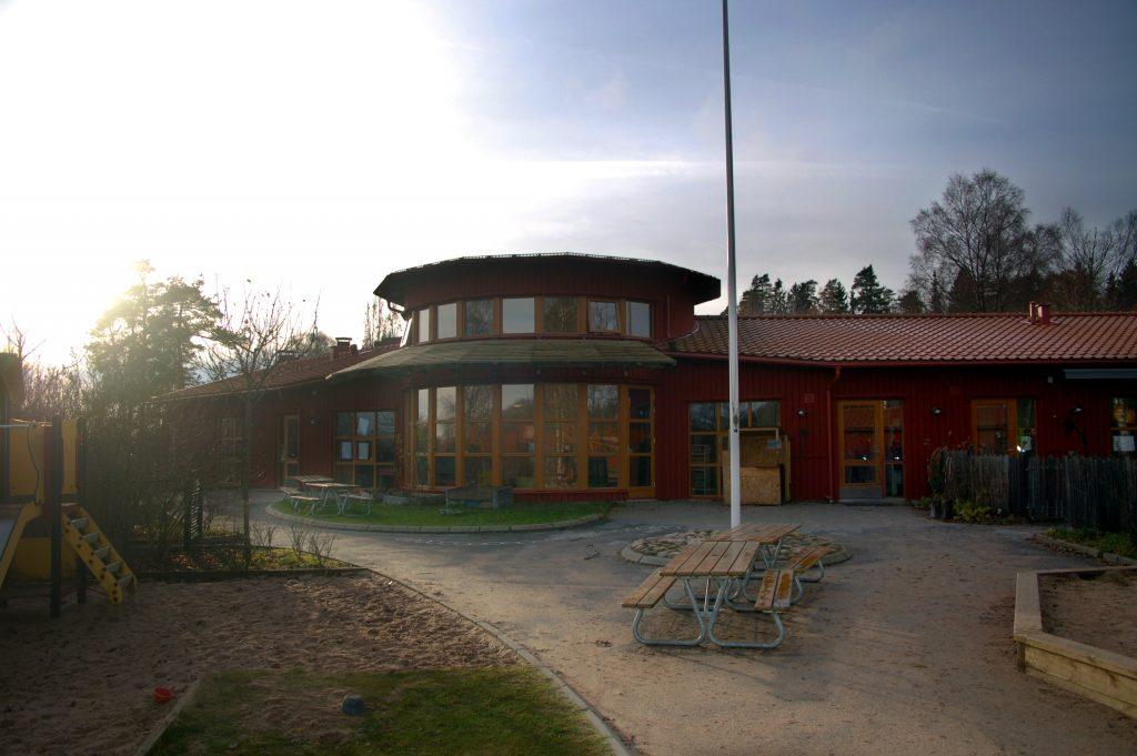 Bild på Tvärreds förskola som delvis är rund