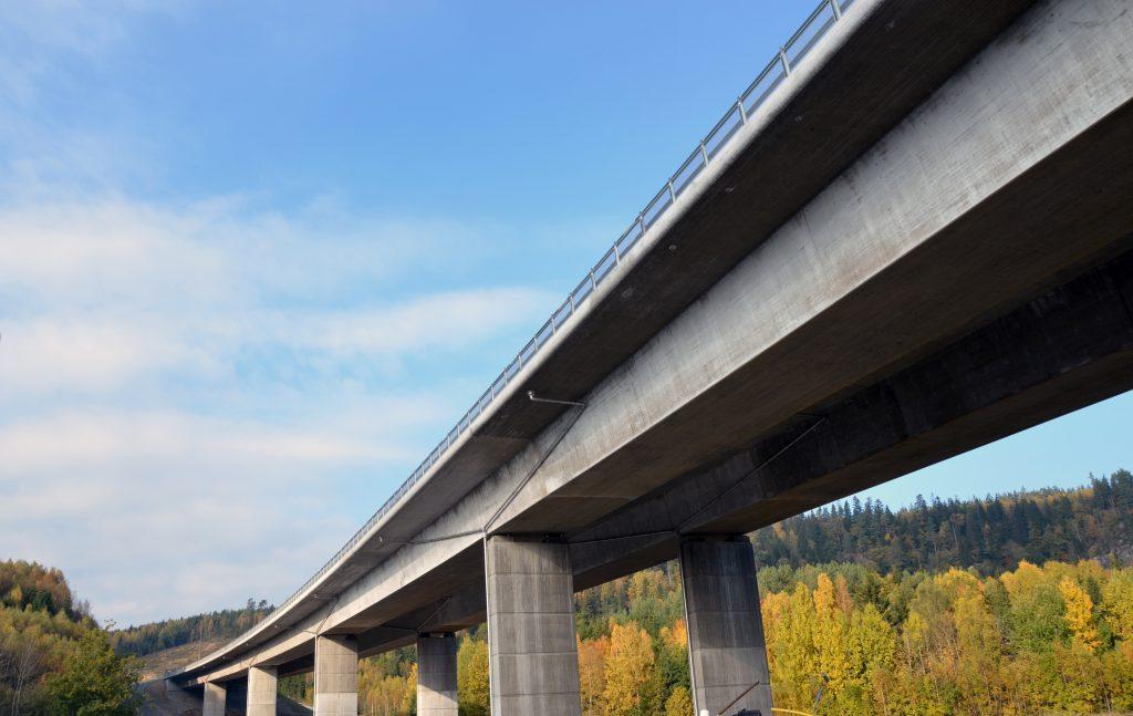 Motorvägen med bron över Ätran. Foto: Charbel Sader