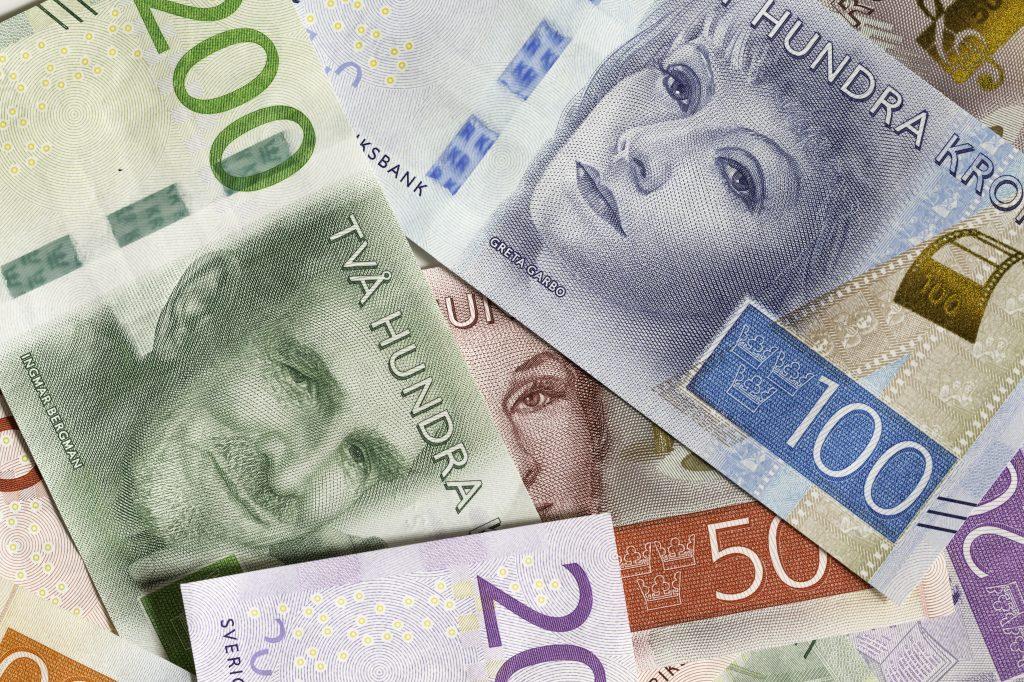 Bild på svenska sedlar i olika valörer
