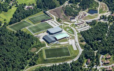 Flygfoto över Lassalyckans idrottsplaner och anläggningar 2017. Foto: Bergslagsbild AB
