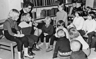 Karin Hernqvist med barngrupp. Foto: Eric Hulander
