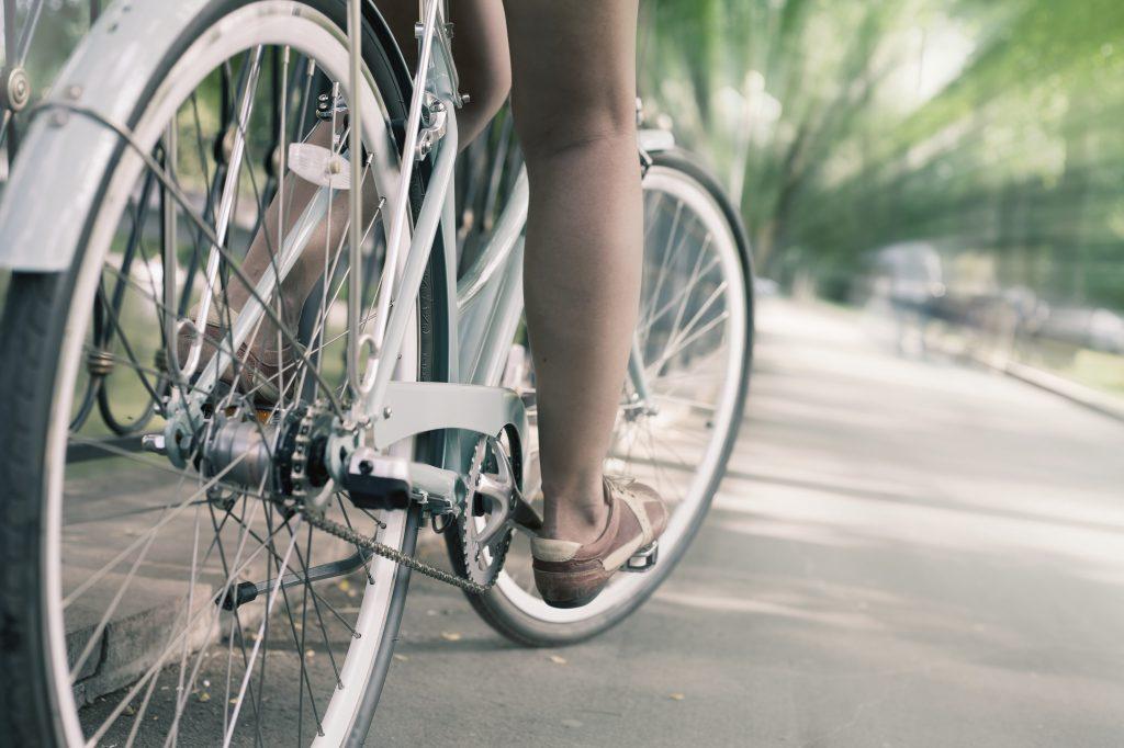 Bild på person som cyklar