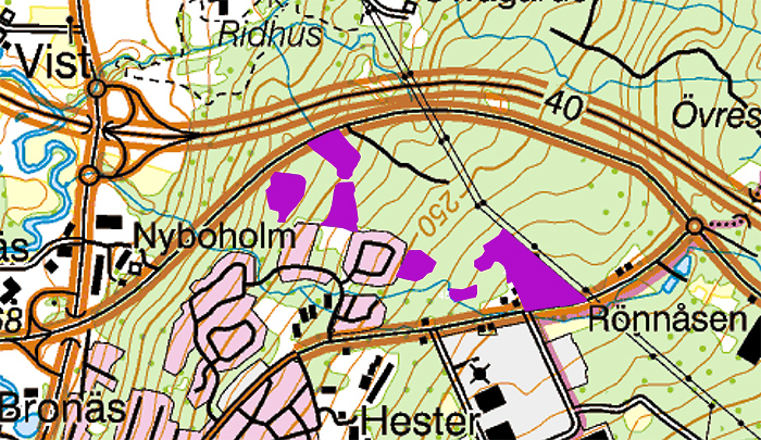 Karta över skogen mellan Jönköpingsvägen och R40 med markerade områden där det ska avverkas.