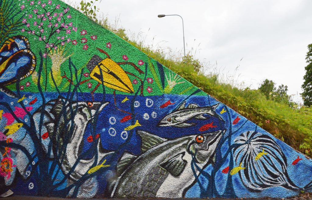 Vattendjur street-art i kanten av gångtunnel