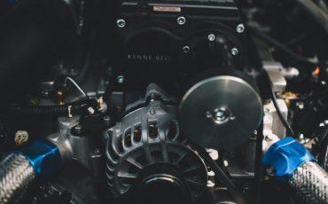 Närbild på fabriksmotor av en värmepump