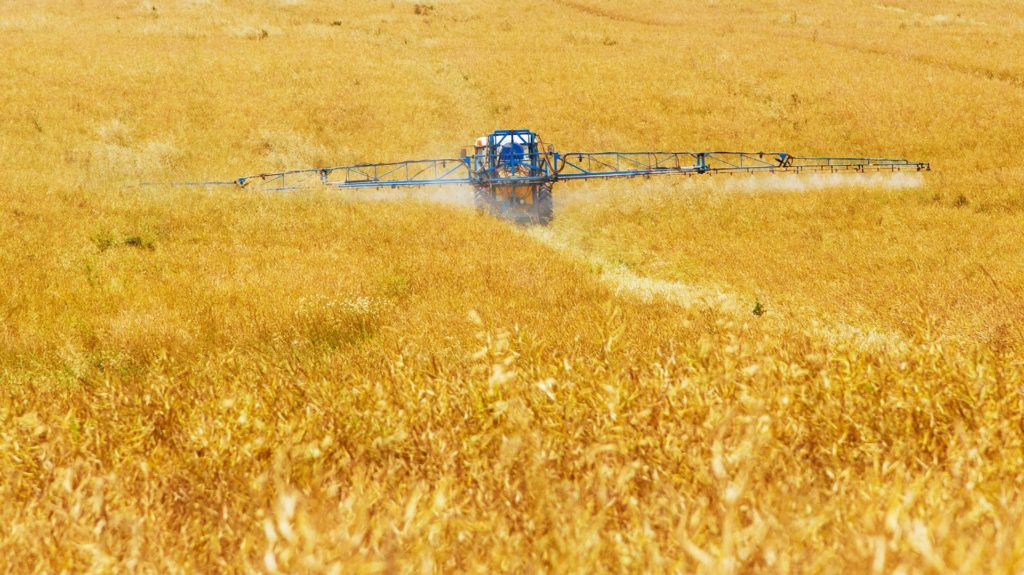 Lantbruksarbete med maskin