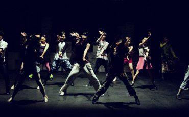 Bild på personer som dansar