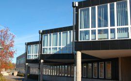 Bild på en del av Tingsholmsgymnasiets fasad