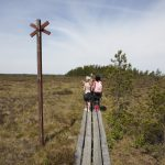 Skolklass på utflykt i naturreservatet Komosse. Foto: Jan Töve
